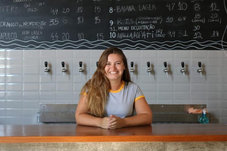Débora ainda fez questão de realizar cursos e viajar o Brasil na busca de entender melhor como funcionava o mercado cervejeiro | Foto: Guilherme Rubini | Cidadão Repórter - Foto: Guilherme Rubini | Cidadão Repórter