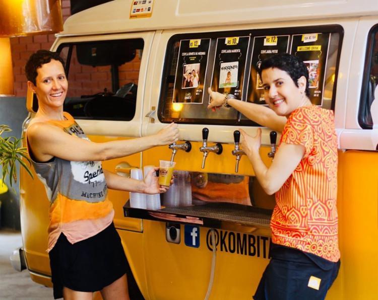 Mari, junto com sua sócia Márcia, inovaram ao rodar pelas ruas da capital baiana em uma Kombi divulgando o negócio Foto: Reprodução | Instagram