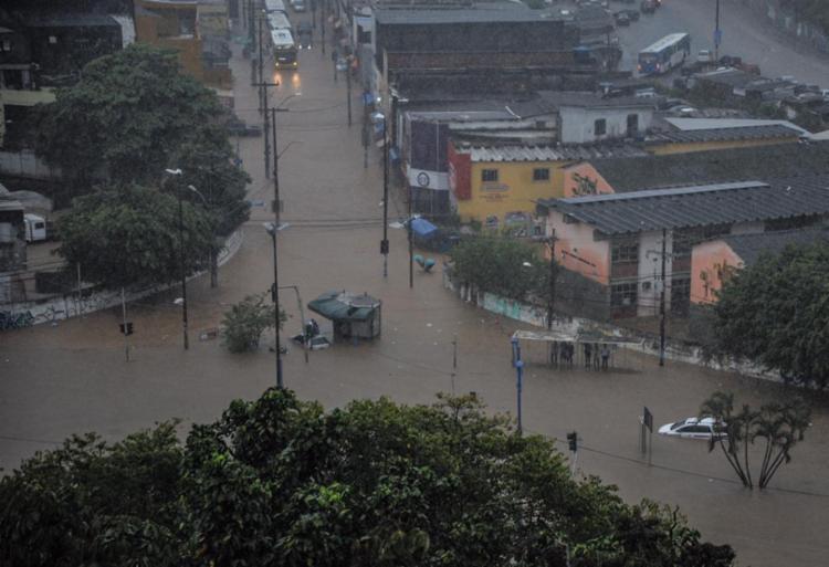 Região ficou alagada por conta da chuva | Foto: Felipe Uruatã | Ag. A TARDE - Foto: Felipe Uruatã | Ag. A TARDE
