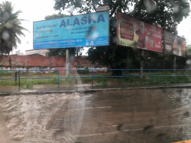 Canal transbordou no bairro Caminho das Árvores | Foto: Cidadão Repórter | Via WhatsApp - Foto: Cidadão Repórter | Via WhatsApp