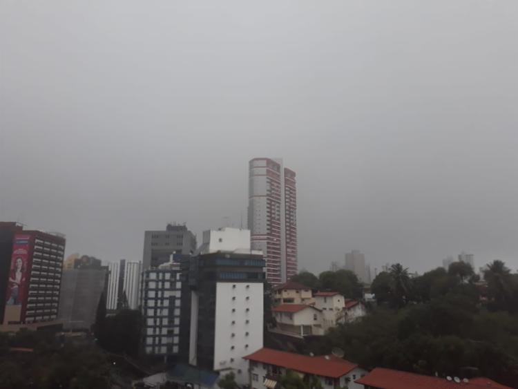 Tempo chuvoso deve permanecer durante todo o dia - Foto: Cidadão Repórter