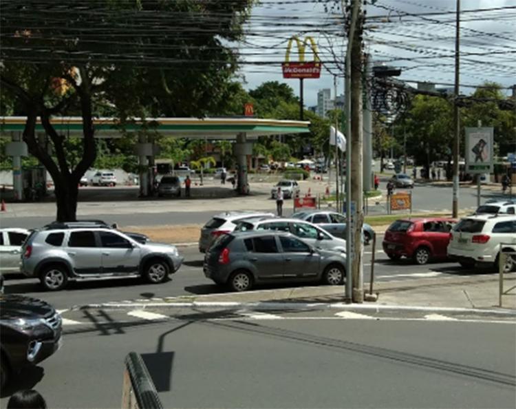 Colisão ocorreu próximo ao Hiperposto, na Avenida Antônio Carlos Magalhães   Foto: Reprodução   Google Maps - Foto: Reprodução   Google Maps