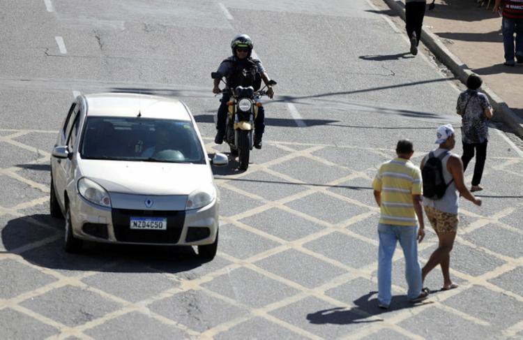 No cenário nacional, os pedestres representam 30,8% das vítimas de acidente indenizadas pelo seguro DPVAT | Foto: Uendel Galter | Ag. A TARDE - Foto: Uendel Galter | Ag. A TARDE