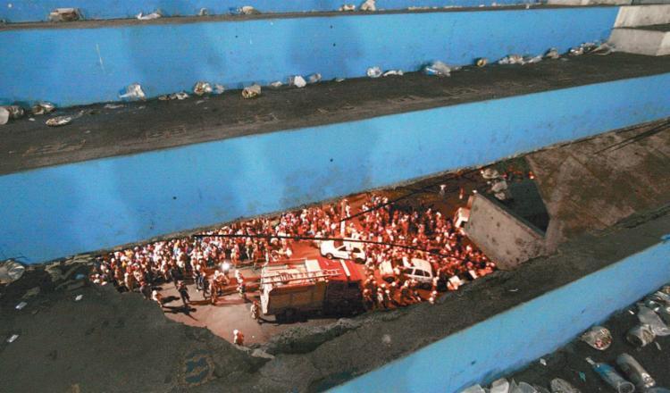 Sete pessoas morreram após parte da arquibancada ceder a uma altura superior a 20 metros | Foto: Welton Araújo | Ag. A TARDE - Foto: Welton Araújo | Ag. A TARDE