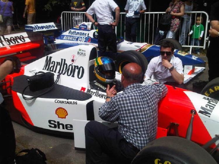 Será a primeira vez que a lendária McLaren vermelha e branca vai andar em Interlagos | Foto: Reprodução | Twitter - Foto: Reprodução | Twitter