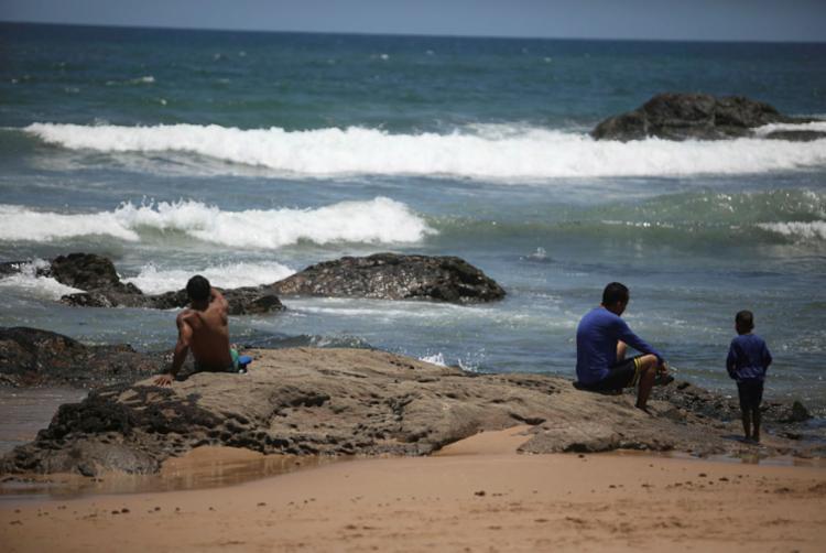 Algumas praias foram consideradas pelo Instituto do Meio Ambiente e Recursos Hídricos (Inema) | Foto: Felipe Iruatã | Ag. A TARDE - Foto: Felipe Iruatã | Ag. A TARDE