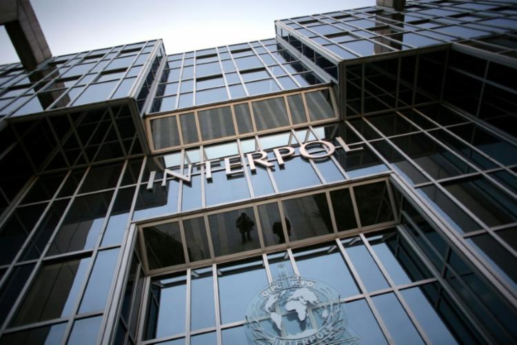 Interpol divulgou um pedido global de testemunhas para tentar capturar oito fugitivos procurados por crimes contra mulheres | Foto: Fred Dufour | AFP - Foto: Fred Dufour | AFP