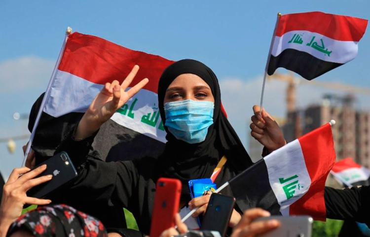 Manifestantes estavam a caminho da TV estatal Al-Iraqiya quando foram abordados pela polícia | Foto: Mohammed SAWAF | AFP - Foto: Mohammed SAWAF | AFP