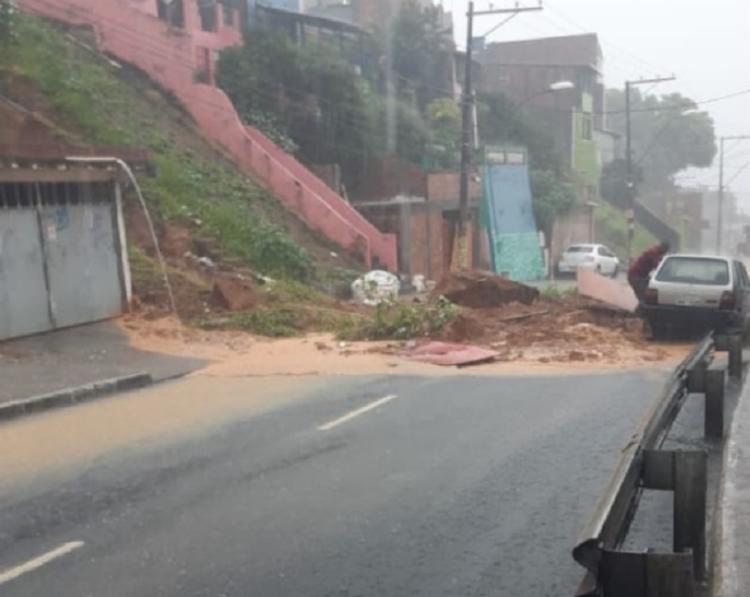 Deslizamento de terra na Ladeira do Cacau   Foto: Reprodução - Foto: Reprodução