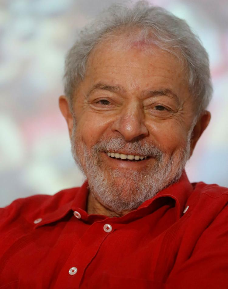 Lula foi abraçado, beijado, acariciado. E retribuiu no tom | Foto: Rafael Martins | Ag. A TARDE - Foto: Rafael Martins | Ag. A TARDE