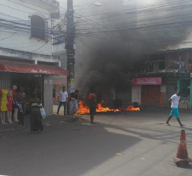 Equipes do Corpo de Bombeiros também estiveram no local para conter as chamas | Foto: Reprodução | Cidadão Repórter - Foto: Reprodução | Cidadão Repórter