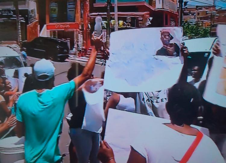 Protesto foi iniciado por volta das 10h40   Foto: Reprodução   Tv Bahia - Foto: Reprodução   Tv Bahia