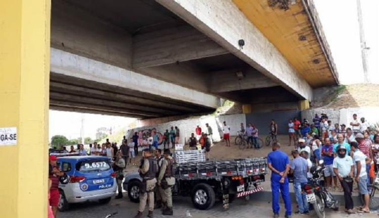 Crime foi praticado em um viaduto no bairro do Tomba | Foto: Reprodução | Acorda Cidade - Foto: Reprodução | Acorda Cidade