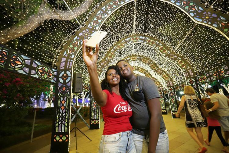 Quem postar fotos nos cenários natalinos do Natal Salvador 2019 pode utilizar a hashtag #natalsalvador   Foto: Uendel Galter   Ag. A TARDE - Foto: Uendel Galter   Ag. A TARDE