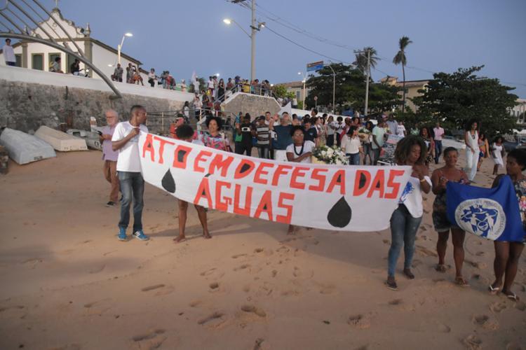 Grupo interditou via do Largo de Santana por cinco minutos   Foto: Filipe Augusto   Ag. A TARDE - Foto: Filipe Augusto   Ag. A TARDE