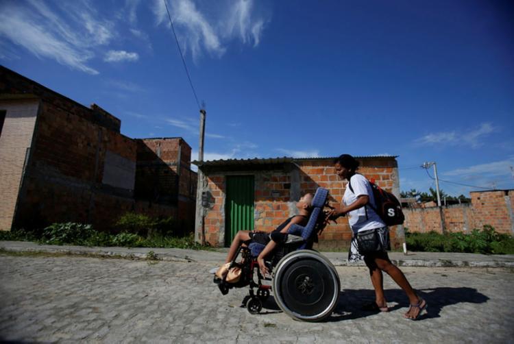 Mesmo com dificuldades, pacientes não desistem de tratamentos | Foto: Raul Spinassé | Ag. A TARDE - Foto: Raul Spinassé | Ag. A TARDE