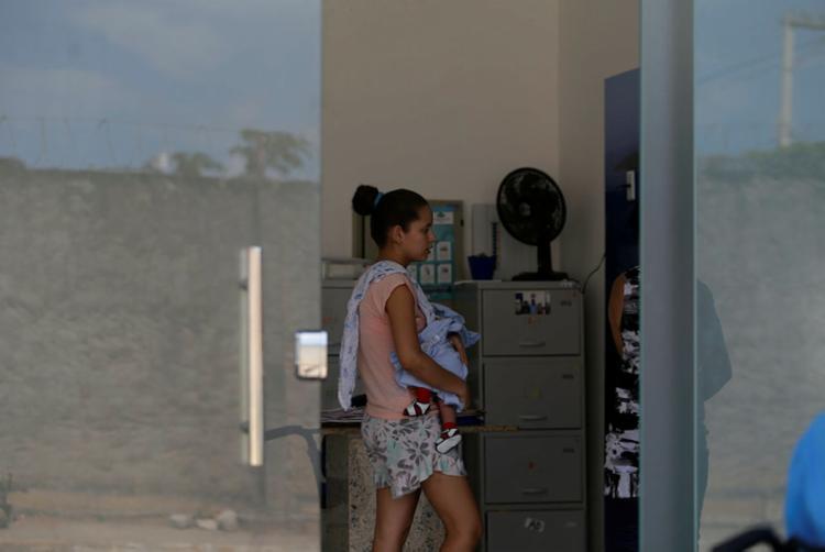 Mãe tenta marcar consulta com pediatra, mas não tem resposta | Foto: Raul Spinassé | Ag. A TARDE