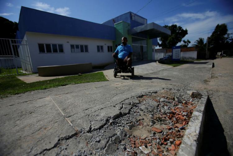 Moradores reclamam do atendimento prestado pela UBS | Foto: Raul Spinassé | Ag. A TARDE