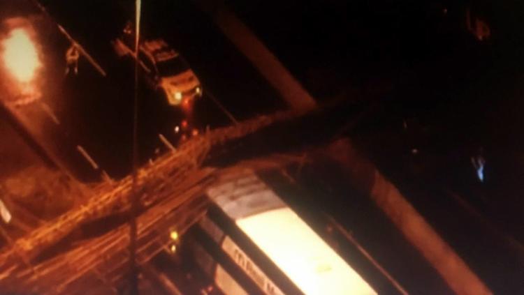 Bombeiros confirmaram apenas que houve dois feridos, com escoriações leves | Foto: Reprodução | Youtube - Foto: Reprodução | Youtube
