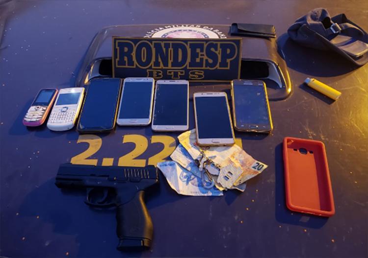Com o grupo foram apreendidos celulares e dinheiro, além de uma arma de brinquedo | Foto: Divulgação | SSP-BA - Foto: Divulgação | SSP-BA
