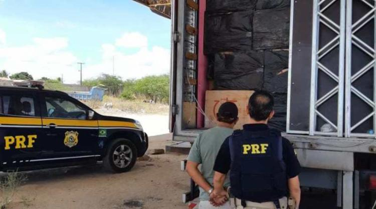 O motorista foi preso em flagrante e encaminhado à Polícia Judiciária local | Foto: Divulgação | PRF - Foto: Divulgação | PRF
