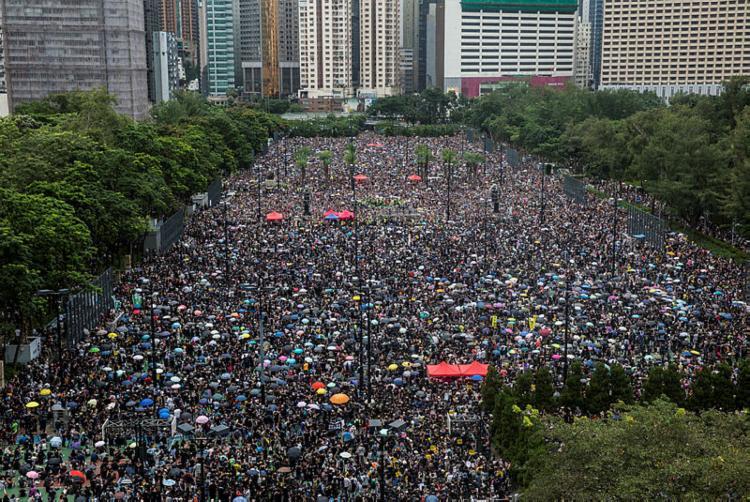 Milhares de pessoas saíram às ruas de Hong Kong - Foto: Isaac Lawrence   AFP