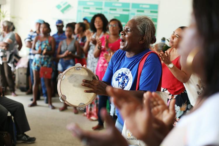 Grupo protesta contra perda de direitos das comunidades | Raul Spinassé | Ag. A Tarde - Foto: Raul Spinassé | Ag. A Tarde