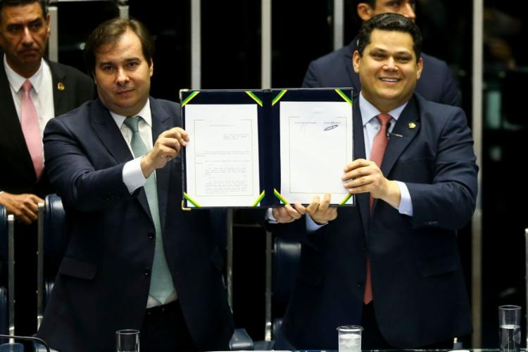 Presidente da Câmara dos Deputados, Rodrigo Maia (DEM-RJ) e o presidente do Senado, Davi Alcolumbre (DEM-AP) | Foto: Marcelo Camargo | Agência Brasil - Foto: Marcelo Camargo | Agência Brasil