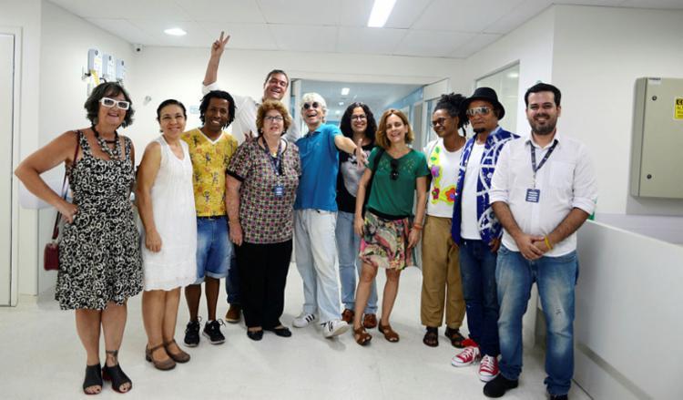 Artistas são recebidos pela diretoria da instituição | Foto: Shirley Stolze | Ag. A TARDE - Foto: Shirley Stolze | Ag. A TARDE