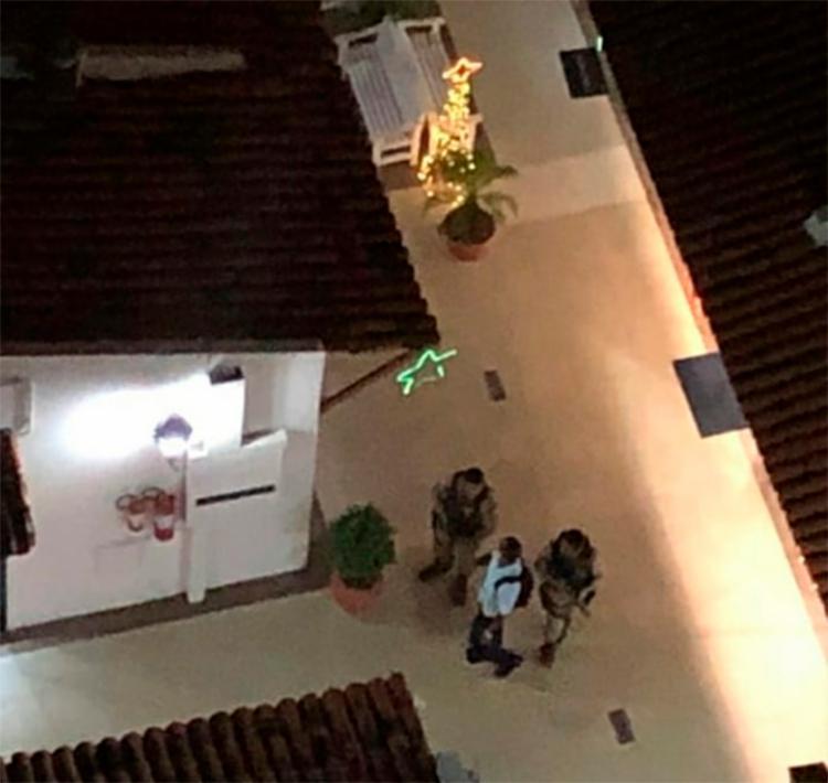 Câmeras de segurança mostram a chegada dos policiais ao local do crime   Foto: Reprodução   Cidadão Repórter - Foto: Reprodução   Cidadão Repórter