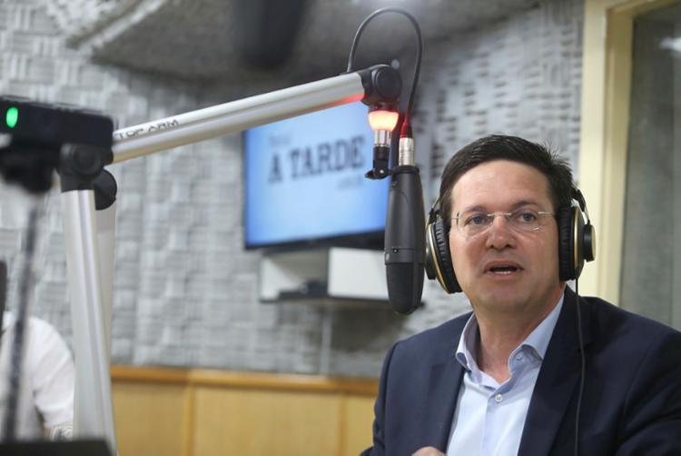 Deputado concedeu entrevista ao programa Isso é Bahia, na A TARDE FM   Foto: Felipe Iruatã   Ag. A TARDE - Foto: Felipe Iruatã   Ag. A TARDE