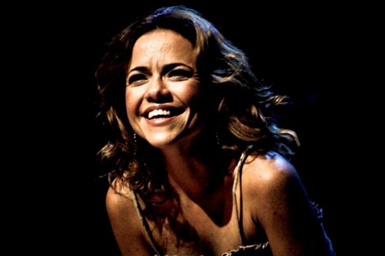Cantora revisita sucessos de seu primeiro álbum   Foto: Divulgação - Foto: Divulgação