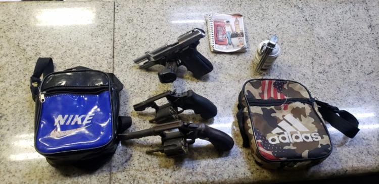 Polícia apreendeu granada, pistola e revólveres durante a ação   Foto: Divulgação   SSP - Foto: Divulgação   SSP
