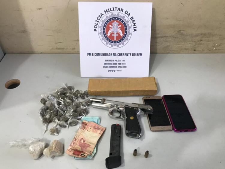 Com suspeito, foram encontradas arma, munições e drogas | Foto: Divulgação | SSP - Foto: Divulgação | SSP