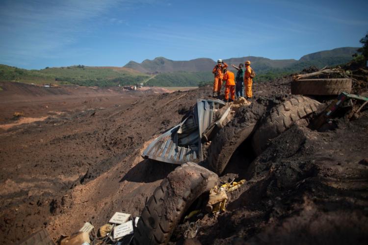 Os bombeiros acharam o corpo na área denominada BH1, sigla para barreira hidráulica   Foto: Mauro Pimentel   AFP - Foto: Mauro Pimentel   AFP