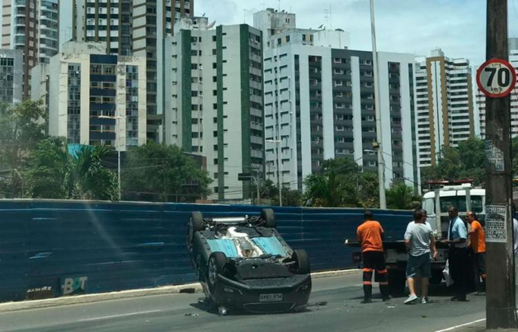 Condutor do veículo ficou ferido | Foto: Ashley Malia | Ag. A TARDE - Foto: Ashley Malia | Ag. A TARDE