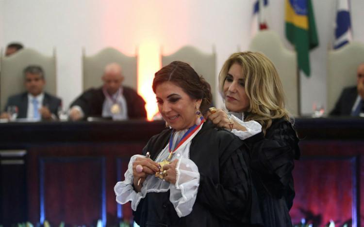 A magistrada assume a cadeira da desembargadora Maria de Lourdes Linhares. Foto: Raphael Muller   Ag. A TARDE - Foto: Raphael Muller   Ag. A TARDE