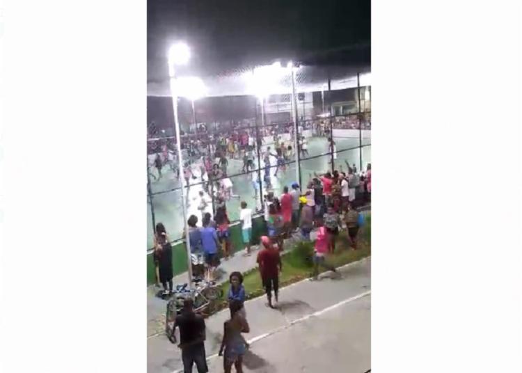 Confusão envolvendo jogadores e torcedores foi registrada por moradores - Foto: Reprodução