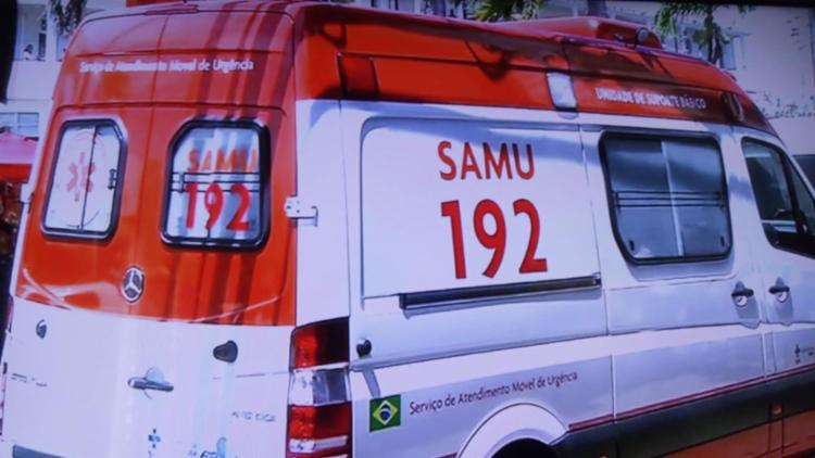 Samu está no local para socorrer a vítima   Foto: Reprodução   TV Record Bahia - Foto: Reprodução   TV Record Bahia