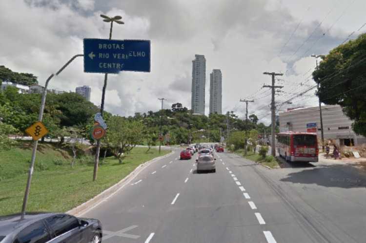 Vítima atravessava a via quando foi atropelada | Foto: Reprodução | Google Street View - Foto: Reprodução | Google Street View
