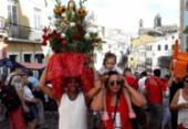 De vermelho e branco, fiéis reforçam devoção à Santa Bárbara | Foto: Thais Seixas | Ag. A TARDE