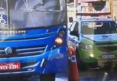 Trânsito fica lento na Suburbana após carro capotar | Reprodução | TV Bahia