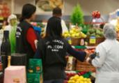 Operação fiscaliza comércio de alimentos durante Natal | Tiago Caldas | Ag. A TARDE