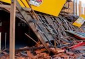 Telhado fica destruído após carro bater em restaurante | Ed Santos | Acorda Cidade