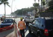 Tráfego de veículos é interditado na avenida Oceânica | Uendel Galter | Ag A TARDE