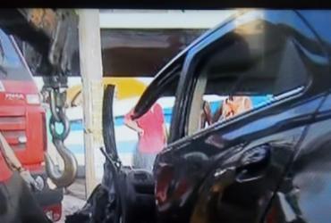 Dentista fica ferido após bater carro em gelo baiano no Imbuí | Reprodução | TV Bahia