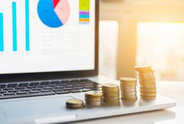 Onde aplicar o dinheiro após a queda da taxa de juros | Divulgação | Freepik