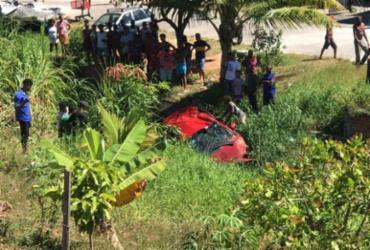 Carro colide com caminhão e cai em vala na Av. Luís Eduardo | Reprodução | Redes Sociais