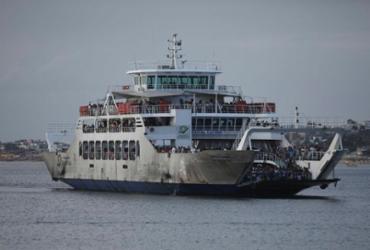 Passageiros do ferryboat enfrentam filas para embarque | Felipe Iruatã | Ag. A TARDE