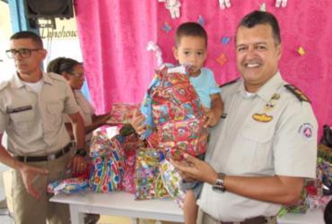 Policiais fazem doação de presentes para crianças carentes em Feira de Santana | Divulgação | SSP-BA